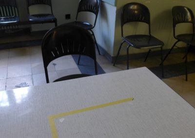 Tisch mit Rahmen